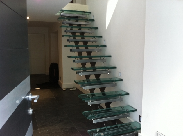 Floating Stair Treads With Double Middle Stringers And Combine With Glass Metal Pics 05
