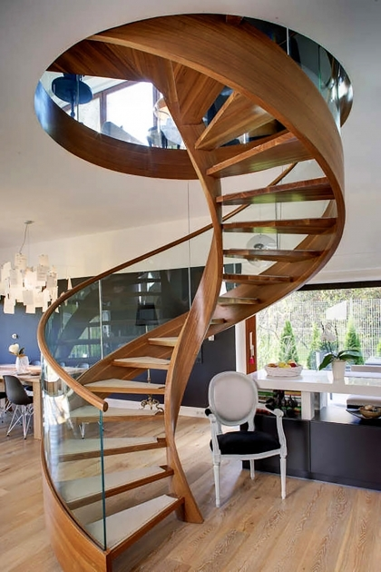 Oak Spiral Staircase Design Light Brown Tread Surface Clear Glass Balustrade Pics 77