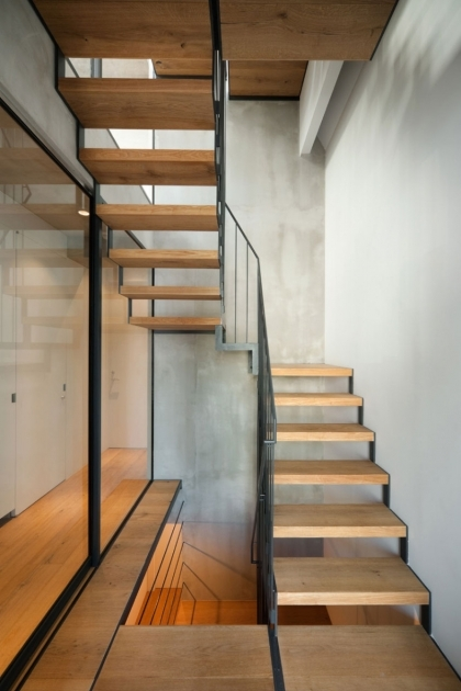 Modern Wooden Handrail Wooden Footings Iron Handrail And Simple Style Near The Concrete Wall Pictures 10