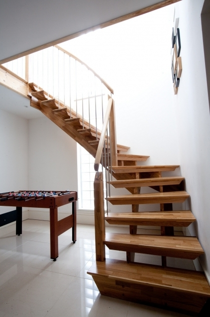 Simple Staircase Design Ideas With Varnished Wooden Tread And Stringer Beam Riser Photo 34