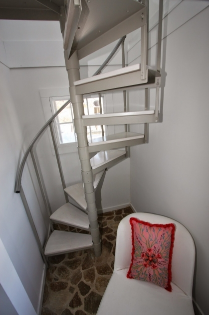 Cottage Tiny House Spiral Staircase Photo 96