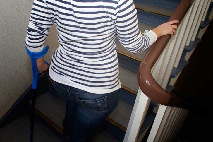 Physical Therapist Tips For Stair Climbing Pediatrics 12 Tips For Stair Climbing With Crutches | Upmc Healthbeat Image 656