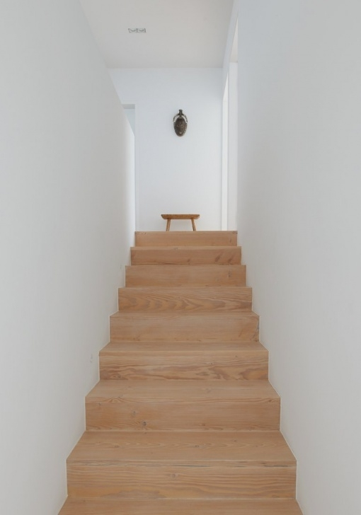 Stairs Simple Design Simple And Modern House In White Box Shape – Widlund House Picture 531