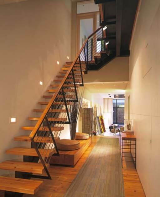 Modern Wooden Handrail Small Space With Varnished Wooden Tread Supported Black Steel Beam Riser Pictures 85