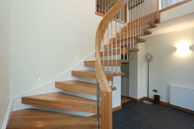 Open Staircase Railing Decoration Interior Oak Unpolished Curved Open Staircase With Simplistic Rail Banister Stairs Pic 14