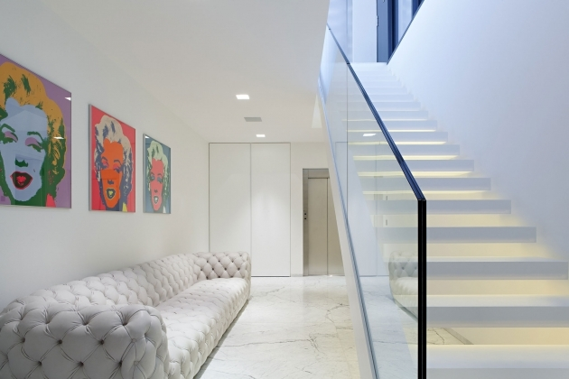 Staircase Glass Railings Interior Inspiration Without Handrails White Tufted Long Sofa Feat Art Wall Portray Picture 59